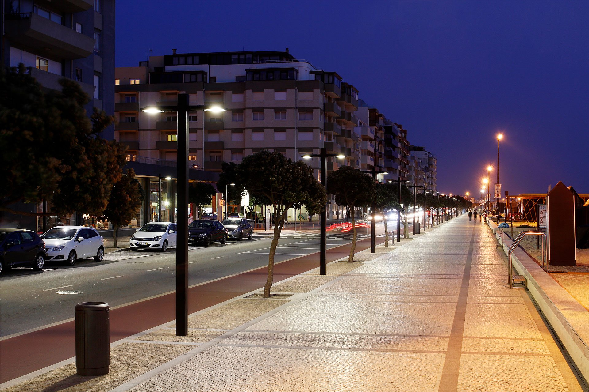 The Piano lights this bike path in Povoa de Varzim Portugal to ensure comfort and safety for cyclists