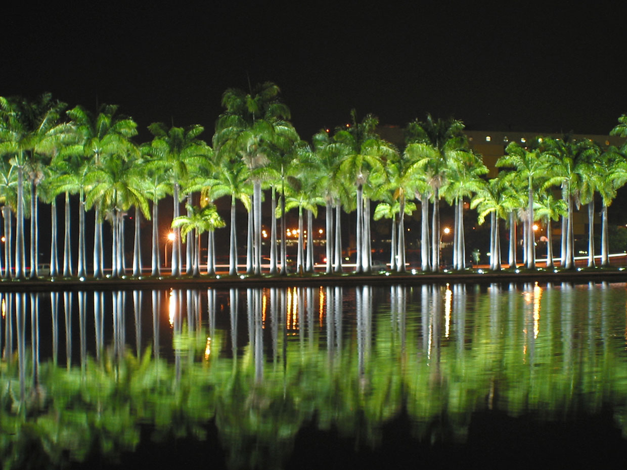 The gardens of Praça dos Três Poderes in Brasilia enhance the city's nocturnal skyline